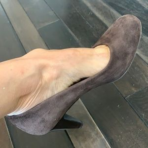 DKNY made in Italy suede pump size 6.5